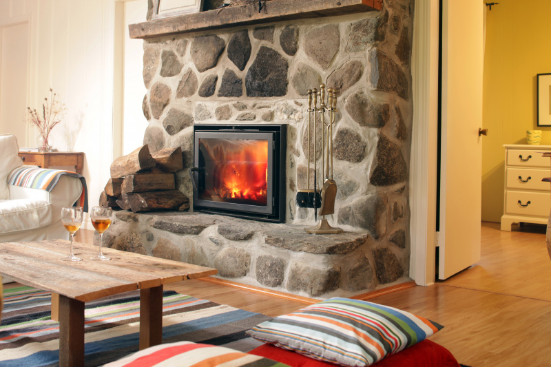 Pros and Cons of Buying a House With a Fireplace